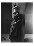 Vogue - August 1934 - Woman in Black Coat Photographie par Lusha Nelson
