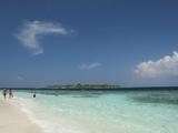 Bandos from the White Sand Beach, Island of Kuda Bandos, North Male Atoll, Maldives Photographie par Cindy Miller Hopkins
