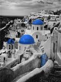 Darrell Gulin - Bell Tower and Blue Domes of Church in Village of Oia, Santorini, Greece - Fotografik Baskı
