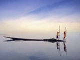 Fishing Boat Reflected on Inle Lake, Burma Photographie par Brian McGilloway