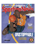 Los Angeles Lakers' Shaquille O'Neal and Minnesota Timberwolves' Kevin Garnett - June 7, 2004 Premium Photographic Print