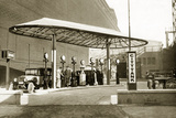 Gas Station, 1928 Photographic Print by Knorr &amp; Hirth 