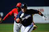 Phoenix, AZ - March 08: Cincinnati Reds v Milwaukee Brewers - Caleb Gindl, Didi Gregorius Photographie par Christian Petersen