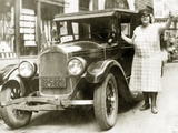 Female Taxi Driver in Syracuse, 1925 Photographic Print by  Scherl