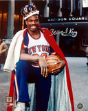 Bernard King With Crown in Front of the Garden Autographed Photo (Hand Signed Collectable) Photographie
