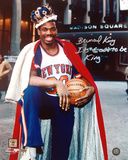 Bernard King With Crown in Front of the Garden Autographed Photo (Hand Signed Collectable) Foto