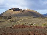 Volcano, Timanfaya National Park, Lanzarote, Canary Islands, Spain, Europe Fotografisk tryk
