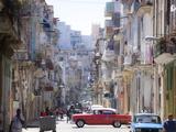 View Along Congested Street in Havana Centro, Cuba Fotografie-Druck von Lee Frost