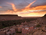 Sunrise Over a Village Near the Town of Tinerhir on the Road to the Todra Gorge, Tinerhir, Morocco Fotodruck von Lee Frost