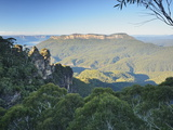 The Three Sisters and Mount Solitary, Blue Mountains, Blue Mountains National Park, Nsw, Australia Fotografisk tryk af Jochen Schlenker