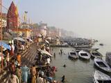Ghats on the River Ganges, Varanasi (Benares), Uttar Pradesh, India, Asia Fotografisk tryk af Jochen Schlenker