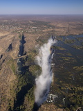 Victoria Falls, UNESCO World Heritage Site, Zambesi River, on the Border of Zambia and Zimbabwe Lmina fotogrfica por Sergio Pitamitz