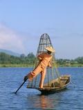 Fisherman, Inle Lake, Shan State, Myanmar (Burma), Asia Reproduction photographique par Sergio Pitamitz