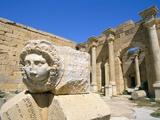 Gorgon Head, Severan Forum, Leptis Magna, UNESCO World Heritage Site, Tripolitania, Libya Fotografisk tryk af Sergio Pitamitz