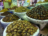 Dates, Walnuts and Figs For Sale in the Souk of the Old Medina of Fez, Morocco, North Africa Fotografiskt tryck av Michael Runkel