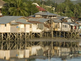 Stilt Houses By Old Port, Tagbilaran, Capital of Bohol, Philippines, Southeast Asia, Asia Photographie par Tony Waltham