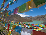 Prayer Flags Above An Artifical Lake Near the Karo-La Pass, Tibet, China, Asia Fotografiskt tryck av Michael Runkel