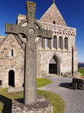Replica of St. John's Cross Stands Proudly in Front of Iona Abbey, Isle of Iona, Scotland Fotografie-Druck von Patrick Dieudonne