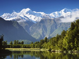 Lake Matheson, Mount Tasman and Mount Cook, Westland Tai Poutini National Park, New Zealand Fotografisk trykk av Jochen Schlenker