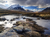 View Over River Etive Towards Snow-Capped Mountains, Rannoch Moor, Near Fort William, Scotland Fotografisk tryk af Lee Frost