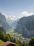 Jungfrau Massif Above Lauterbrunnen, Jungfrau Region, Switzerland, Europe Photographie par Michael DeFreitas