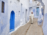 Man in Traditional Moroccan Clothes Walking Down Painted Blue and Steps, Chefchaouen, Morocco Photographie par Guy Edwardes
