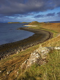 A View Towards the Coral Beaches Near Dunvegan, Isle of Skye, Scotland, United Kingdom, Europe Lámina fotográfica por Jon Gibbs