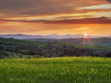 Sunset Over Val D'Orcia, Near San Quirico D'Orcia, Siena Region, Tuscany, Italy, Europe Photographie par Guy Edwardes