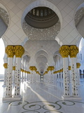 Gilded Columns of Sheikh Zayed Bin Sultan Al Nahyan Mosque, Abu Dhabi, United Arab Emirates Photographie