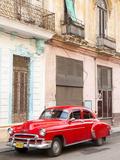 Restrored Red American Car Pakred Outside Faded Colonial Buildings, Havana, Cuba Fotografisk tryk af Lee Frost