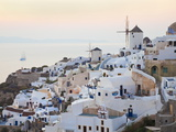 Village of Oia, Santorini (Thira), Cyclades Islands, Aegean Sea, Greek Islands, Greece, Europe Photographie par Gavin Hellier