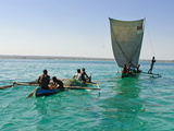 Traditional Sailing Boat and Rowing Boat in the Turquoise Water of the Indian Ocean, Madagascar Fotografisk tryk
