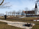 Ingmar Bergman's Grave and Faro Kyrkorad Church, Faro Island Off of Gotland Island, Sweden Valokuvavedos tekijänä Walker, Kim