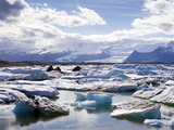 Icebergs in Glacial Lagoon at Jokulsarlon, Iceland, Polar Regions Photographie par Lee Frost