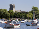 Christchurch Priory and Pleasure Boats on the River Stour, Dorset, England, United Kingdom, Europe Fotografisk tryk af Roy Rainford