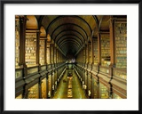 Gallery of the Old Library, Trinity College, Dublin, County Dublin, Eire (Ireland) Gerahmter Fotografie-Druck von Bruno Barbier
