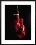 Hanging Boxing Gloves Photographie encadrée par Ernie Friedlander