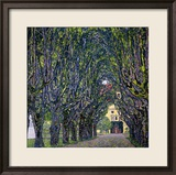 Tree-Lined Road Leading to the Manor House at Kammer, Upper Austria, 1912 Gerahmter Giclée-Druck von Gustav Klimt