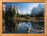 Talblick mit El Capitan, Cathedral Rock, Merced River in Yosemite National Park, Kalifornien, USA Gerahmter Fotografie-Druck von Dee Ann Pederson