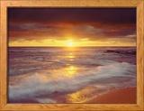 Auringonlasku Tyynenmeren rantakalliolla, San Diego, Kalifornia, USA Kehystetty valokuvavedos tekijänä Christopher Talbot Frank