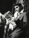 Elvis Presley Reading Sunday Mirror Plakát