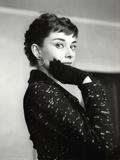 Audrey Hepburn Black Coat and Gloves Sztuka