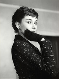 Audrey Hepburn Black Coat and Gloves Kunst