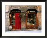Bicicleta aparcada fuera de una tienda histórica, Siena, Toscana, Italia Lámina fotográfica enmarcada por John Elk III