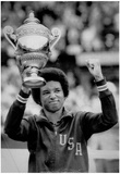 Arthur Ashe Defeats Jimmy Connors Tennis Trophy Archival Photo Sports Poster Bilder