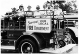 Old Women on Beverly Hills Fire Truck 1978 Archival Photo Poster Plakaty