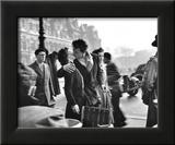 Kuss vor dem Rathaus in Paris, 1950 Kunstdrucke von Robert Doisneau