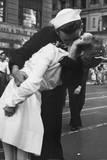 Kissing the War Goodbye Sailor and Nurse Art Poster Print Poster