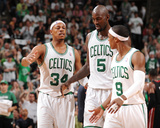Boston, MA - June 3: Paul Pierce, Kev and Rajon Rondo Fotografisk tryk af Brian Babineau