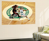 Boston, MA - June 03: LeBron James and Paul Pierce Reproduction murale géante par Jared Wickerham